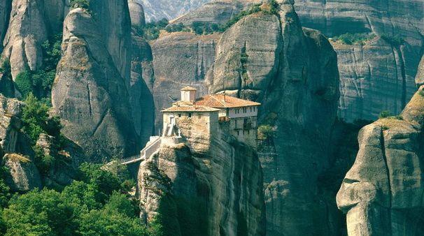 Delphi & Meteora Tour - 2 Days